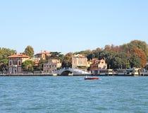 航行在威尼斯湾10的小船 免版税库存照片