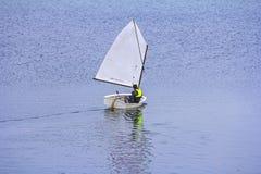 航行在小船的体育 免版税图库摄影
