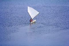 航行在小船的体育 库存图片