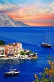 航行在希腊海岛。锡米岛。Dodecanes 免版税库存图片