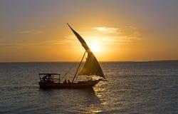 航行在桑给巴尔在日落 免版税库存图片