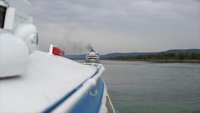 航行在河下的旅游船 影视素材