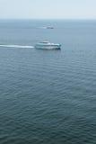 航行在海的两艘船 免版税库存图片