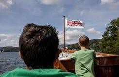 航行在湖的男孩 库存图片