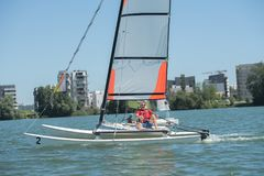 航行在湖-夏天和体育题材 图库摄影