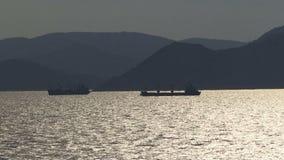 航行在雅典希腊外面的船 股票录像