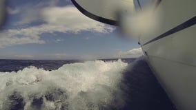 航行在风通过波浪 股票录像