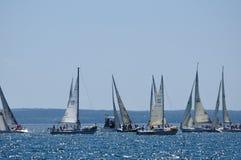 航行夏天的日风船 免版税库存图片