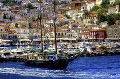 航行希腊海岛 免版税库存照片