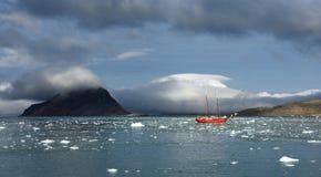 航行斯瓦尔巴特群岛 免版税库存图片