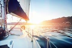 航行海洋小船 免版税库存照片