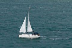 航行游艇在海 Philipsburg,圣马丁 库存图片