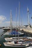 航行游艇在赫兹里亚小游艇船坞 免版税库存图片