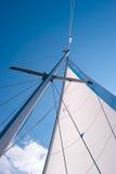 航行游艇的帆柱 库存图片