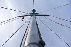 航行游艇的帆柱 免版税库存照片