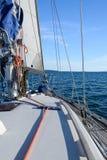 从航行游艇的海视图 免版税库存照片