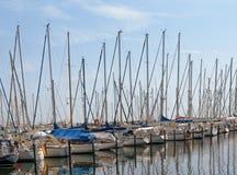 航行游艇 停放风船的 城市Groemitz,北德国,海岸波罗的海上午09 06 2016年 库存图片