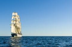 航行的双桅船  图库摄影