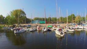 航行远离小农村港口、被停泊的游艇和小船 股票录像