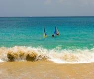 航行gumboats的青年在加勒比 免版税图库摄影
