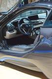 舵首放莫斯科国际汽车沙龙BMW i8仪表板 免版税图库摄影