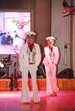 舷窗由舞蹈家执行的水手的舞蹈,圣彼德堡状态音乐厅的马戏团的演员 免版税库存照片