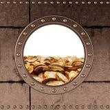 舷窗-金钱容器-美元硬币 库存照片