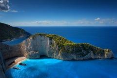 船击毁海滩和Navagio海湾 扎金索斯州,希腊海岛最著名的自然地标在爱奥尼亚海 免版税库存图片