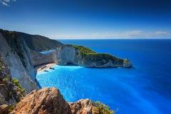 船击毁海滩和Navagio海湾 扎金索斯州,希腊海岛最著名的自然地标在爱奥尼亚海 免版税库存照片