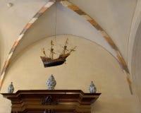 船和三个焙盘在其中一个房间中在马尔堡城堡 库存图片