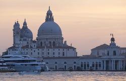 船和圣玛丽亚della向致敬,威尼斯,意大利 免版税库存照片