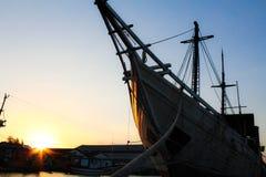 船和日落 免版税库存照片