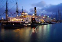 船和潜水艇 免版税库存照片