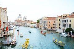 船和Regata Storica,威尼斯,欧洲 免版税图库摄影