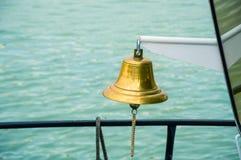 船响铃有水背景 库存照片