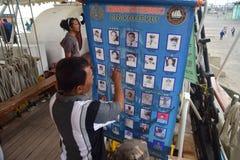 船在丹戎Emas口岸的Dewaruci中止在三宝垄 免版税图库摄影
