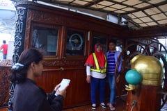 船在丹戎Emas口岸的Dewaruci中止在三宝垄 图库摄影
