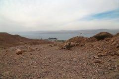 船在亚喀巴市,约旦附近的海 库存图片