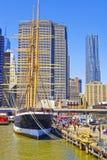船在南大街海口港口  免版税图库摄影