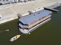 船在奥尔良,卢瓦雷省,中心瓦尔de卢瓦尔河 免版税库存图片