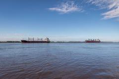 船在巴拉那河-罗萨里奥,圣菲,阿根廷 库存图片