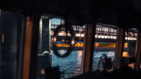 货船在桥梁下 股票录像