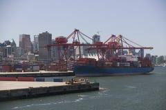 货船在温哥华港口不列颠哥伦比亚省 图库摄影