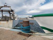 船在港口, Palamos,肋前缘Brava,西班牙停泊了 免版税库存照片