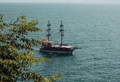 船在老镇Kaleici,安塔利亚,土耳其海港口  库存照片