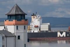船在英国通过最接近的点 免版税图库摄影