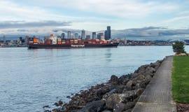 船在西雅图支持由于劳工谈判 库存图片