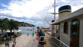 船在赫瓦尔岛 库存图片