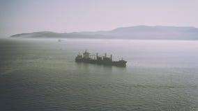 船在直布罗陀海峡 免版税库存图片