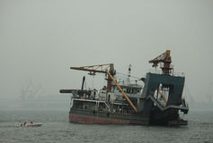 船在Shanhai通行证附近的海 图库摄影